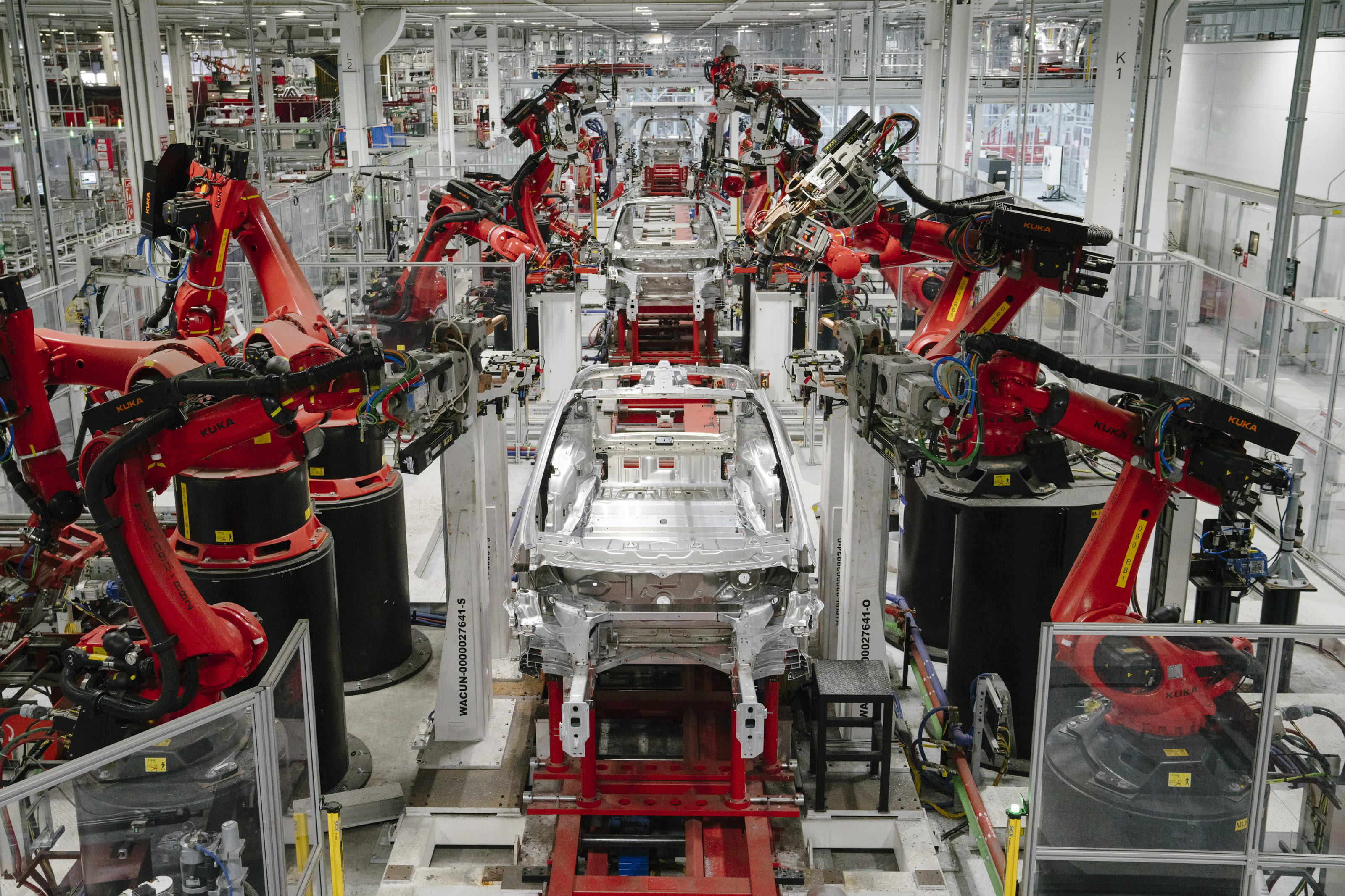 Access here alternative investment news about Why Amazon Warehouses, Tesla Auto Plants Will Not Go 100%-Robot