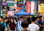 american-students-studying-abroad-in-hong-kong-are-forced-to-leave