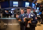 Access here alternative investment news about Stocks This Week: Buy American Airlines And Apple